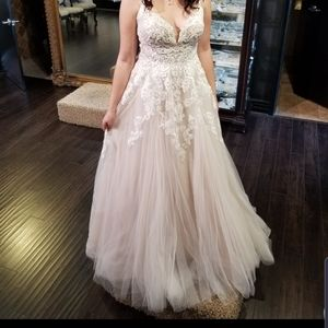 Eof Australia/Maggie Sottero size 14 Wedding dress